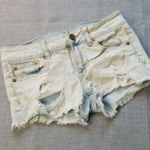 AMERICAN EAGLE🍀Lightwash Distressed Denim Shorts